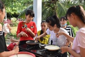 Les P'tites Pousses vietnamiennes ont fait des crêpes (1)