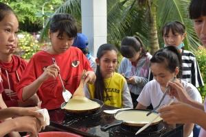 Les P'tites Pousses vietnamiennes ont fait des crêpes (3)