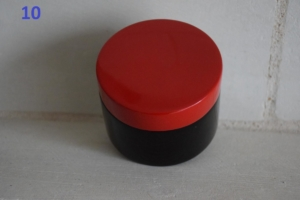 10. Petite boite couvercle rouge (9€)