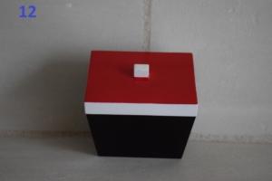 12. Petite boite rouge et blanche (13€)