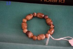 12. Beige perles différentes formes (15€)