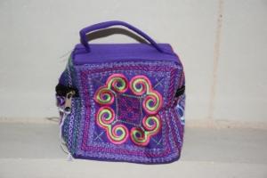 14. Petite trousse carrée violette (6€)