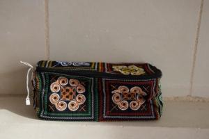 17. Trousse rectangulaire noire (10€)