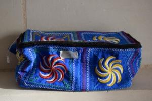 18. Trousse rectangulaire bleue (10€)