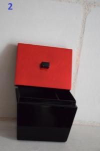 02. Petite boite couverle rouge (13€)