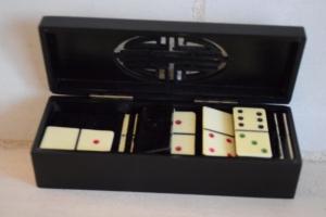 02. Boite dominos noire (2) (15€)