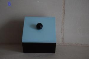 06. Boite carrée couvercle bleu (13€)