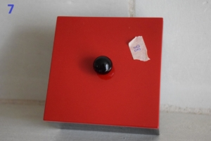07. Grande boite carrée couvercle rouge (15€)
