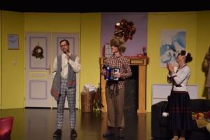 Théâtre « TRAC n'Art » Le Père Noël est une ordure (9)