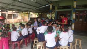 Un repas pour les enfants qui habitent loin de l'école (1)