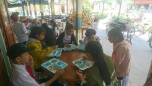 Un repas pour les enfants qui habitent loin de l'école (2)