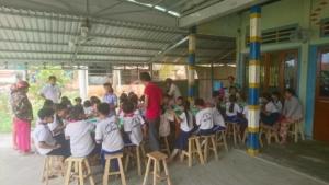 Un repas pour les enfants qui habitent loin de l'école (3)